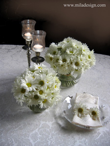 afordable wedding table centerpiece daisies
